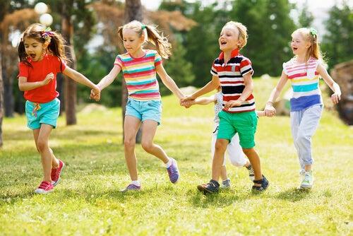 Los campamentos de verano son una excelente opción para educar a nuestros hijos