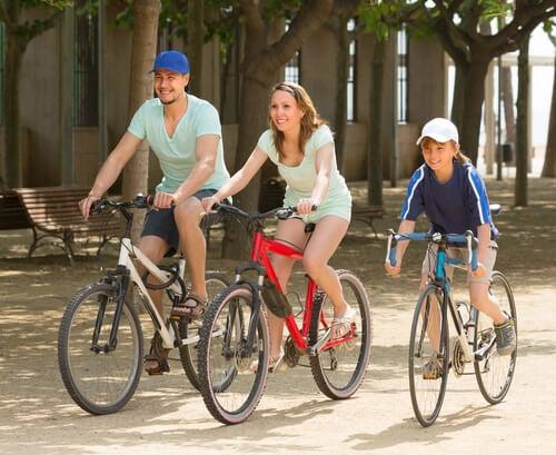 Dar un paseo en bici es una actividad pensada para toda la familia