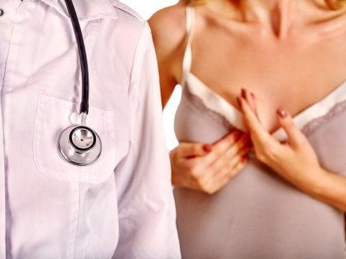 En caso de mastitis, lo mejor es ir al médico