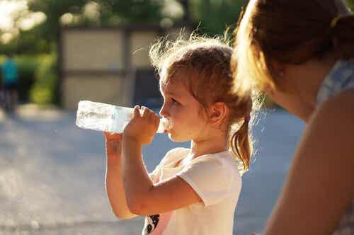 Ayuda para los niños deportistas: el agua