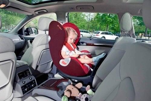 Tipos de sillas de coche para bebés y niños