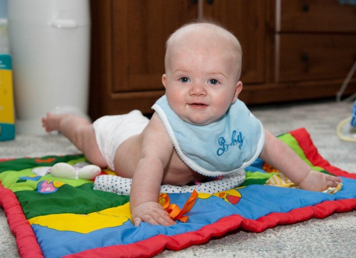 Muchos padres se preguntan cuántas cosas se deben comprar cuando nace un niño.