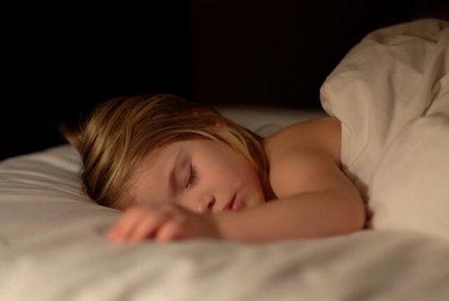 9 tips para ayudar a tu hijo a que no moje la cama