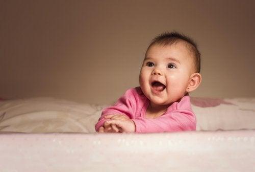 Beaucoup de parents se demandent à quel âge il est préférable de percer les oreilles des filles.