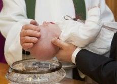 El bautizo constituye un sacramento de la iglesia católica