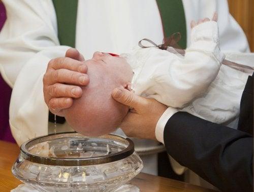 Cómo organizar el bautizo de tu bebé de la mejor manera