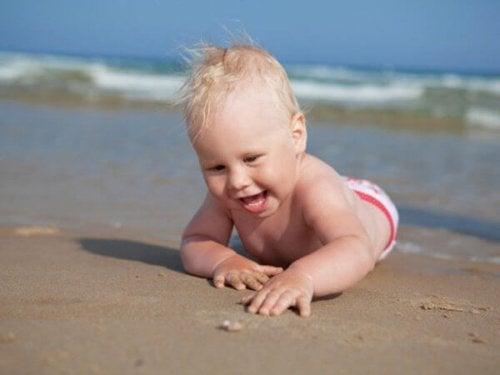 Octavo mes de vida del bebé: ¡a explorar!