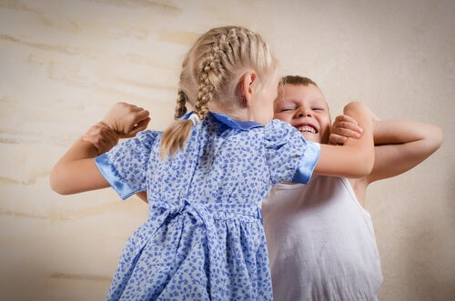 Los celos fraternales forman parte del desarrollo evolutivo de los niños