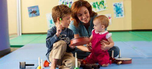 La música para niños estimula su sentido del oído