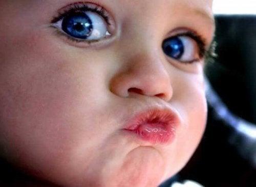 El derecho de los niños a no dar besos si no lo desean