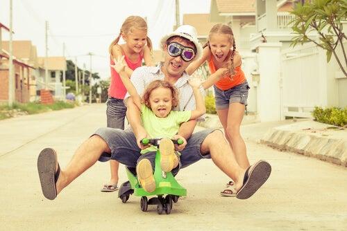 Jugar con tus hijos les hará más felices que tener muchos juguetes