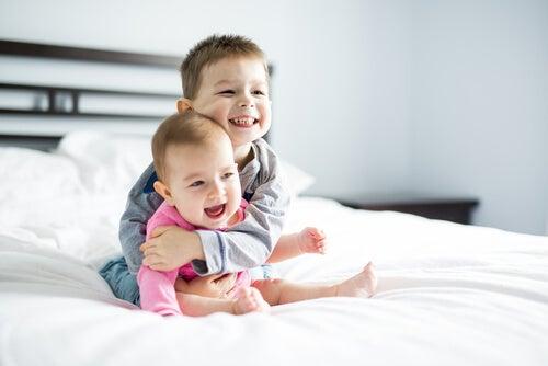 La diferencia de la edad entre hermanos tiene aspectos positivos y negativos, según el caso.
