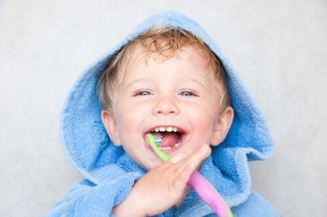 Es recomendable lavarse los dientes tres veces al día después de cada comida