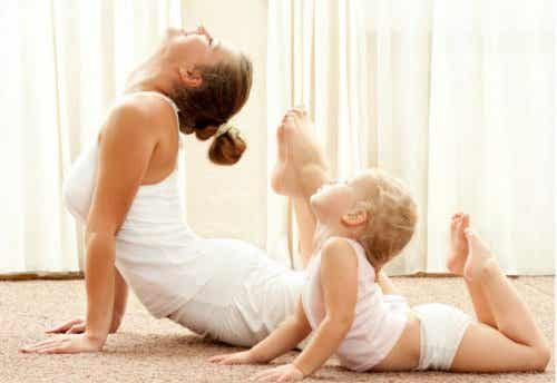 Conoce los 12 beneficios de que tus hijos practiquen yoga para niños