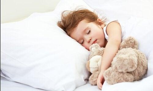 ¿Cuánto debe dormir un niño según su edad?