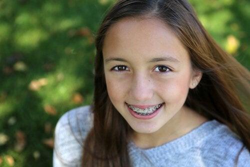 Es importante que los niños con ortodoncia sientan el apoyo de sus padres.
