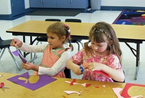 Las manualidades para niños les permiten potenciar su faceta artística