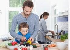 Los padres tienen que aprender a trabajar los dos en casa para dar un buen ejemplo a sus hijos