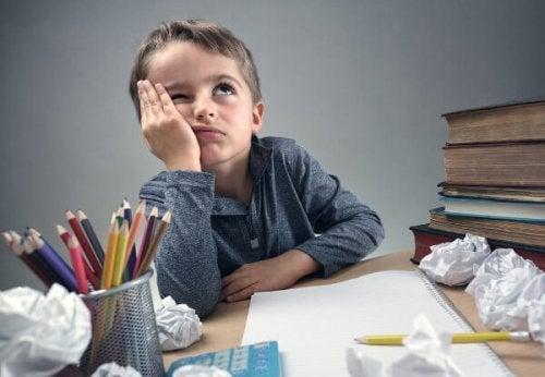 Obligar a los niños a estudiar no es la salida más apropiada.