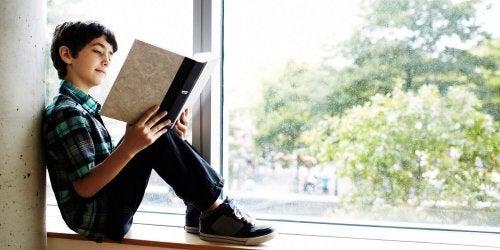Fomentar la lectura desde una edad temprana favorece el desarrollo de un hábito de estudio correcto