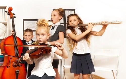 Una banda escolar de música clásica