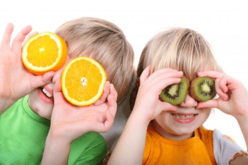 Las frutas y verduras contribuyen a una higiene bucal correcta para niños y adultos