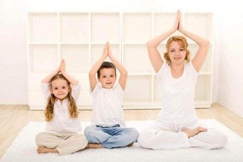 El yoga para los niños les ayuda a mejorar su nivel de concentración