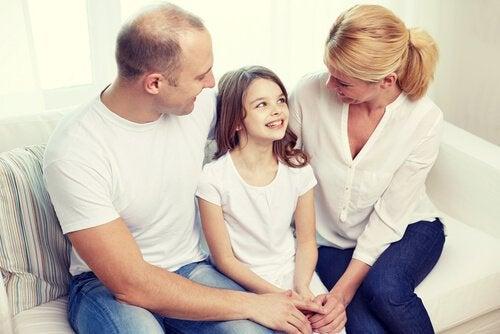 Una buena comunicación familiar es la base de relaciones de confianza y apoyo.