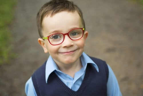 Enseña a tus hijos el cuidado de las gafas