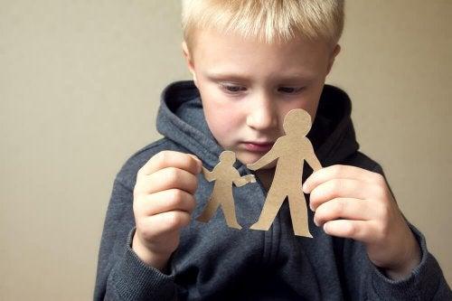 Jamás te interpongas entre tu hijo y tu ex