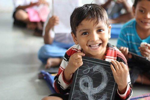 Apadrinar a un niño es asegurarle un futuro mejor.