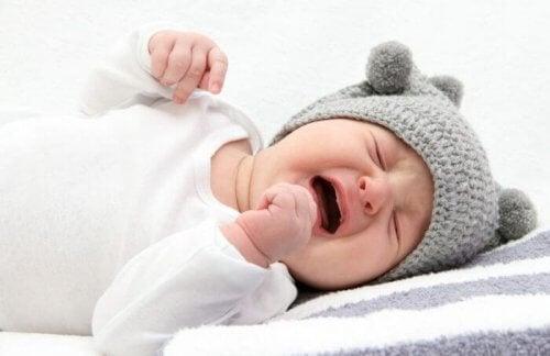 La colique du bébé le fait pleurer surtout la nuit.