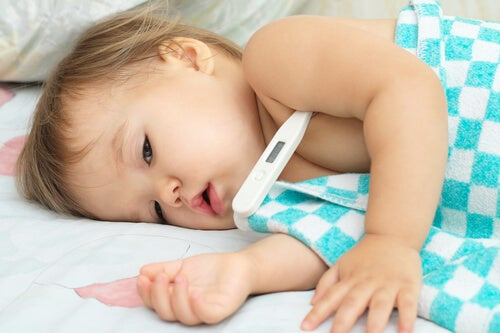Un resfriado genera normalmente fiebre en los niños pequeños.