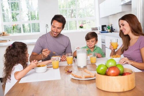 Pour profiter d'un petit déjeuner nutritif, cela doit être fait avec le temps et en famille.