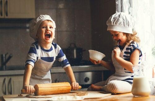 La cocina brinda muchas oportunidades para la diversión en familia.