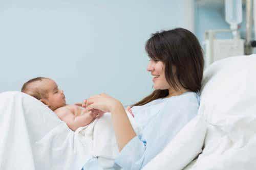 El flechazo del parto, cuando la madre ve a su bebé por primera vez