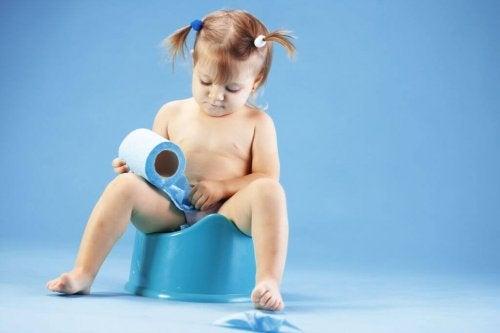 La constipation chez les enfants peut être due à de nombreuses causes et facteurs.