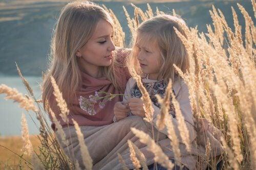 Hablar con los hijos es una manera de conocer cómo están.