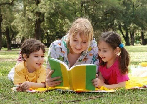 Leer ayuda a los niños a desarrollarse como personas y adquirir una cultura.