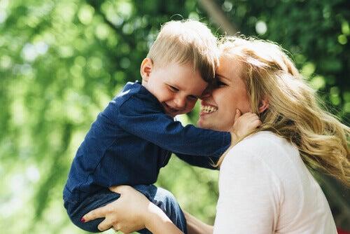 El amor de una madre es lo mejor que puede recibir un hijo.