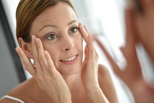 Las cremas anti-edad nos ayudan a cuidar nuestra piel.