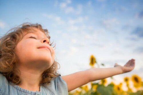 La dependencia emocional es beneficiosa durante las primeras etapas de la vida.