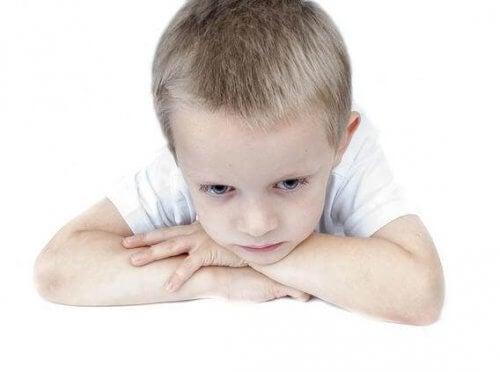 El autismo en niños puede tratarse de diferentes maneras.