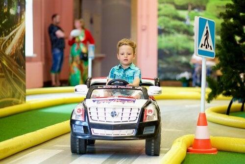 Enseñar las normas viales es muy importante para evitar accidentes.