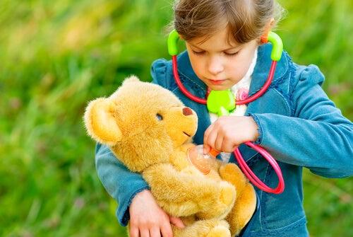 Uno de los juegos de animales para niños es el clásico ''veterinario''.