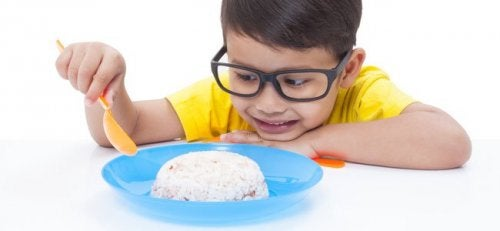 Hay una serie de alimentos recomendados para aliviar el dolor estomacal.