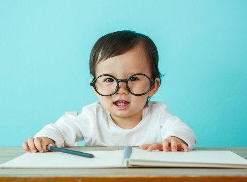 Es importante realizar revisiones de visión desde una edad temprana.