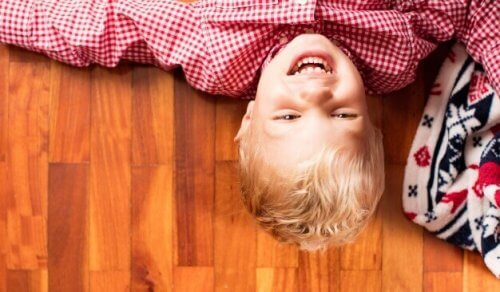 La risa en los niños les ayuda a ser felices.
