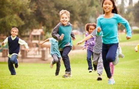 Es bueno que los niños realicen ejercicio todos los días.