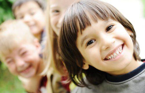 Hacer reír a un niño es sencillo con los mejores chistes para niños.
